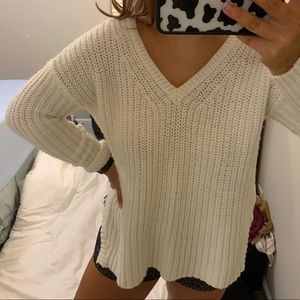 ⭐️WHITE KNIT SWEATER⭐️